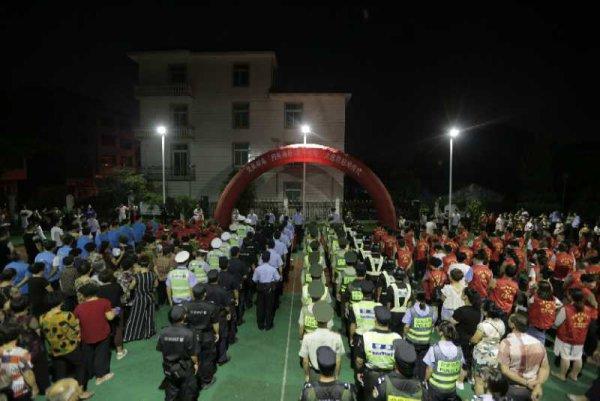 """8月2日,瓯江口集聚区开展""""扫黑除恶 夏季攻势""""行动"""